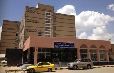 الحوثيون يطردون مسؤولين مؤتمريين من إحدى الوزارات ( تفاصيل)