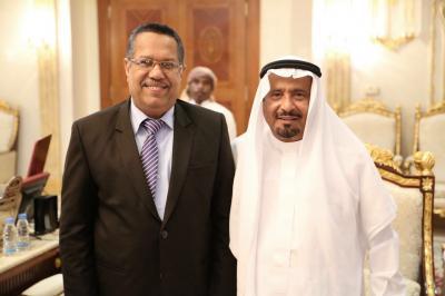 رئيس الوزراء يزور الشاعر الكبير بن عبود العمودي ( صوره)