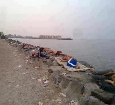 الفرحة تعم أبناء الحديدة مع وصول سفينة المازوت