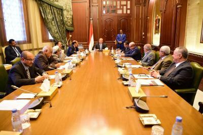 الرئيس هادي يرأس اجتماعا موسعا لهيئة مستشارية بحضور نائبه ورئيس الوزراء ( صوره)