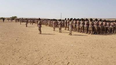شاهد بالصور .. عرض عسكري مهيب للجيش الموالي للشرعية بمأرب بمشاركة صقور الجو