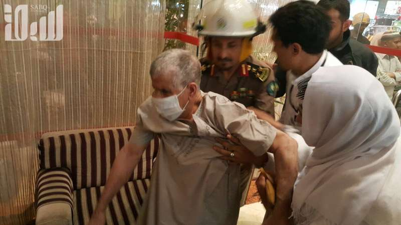 إخلاء 570 معتمرًا وإصابة واحده إثر حريق بفندق في مكة