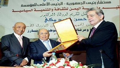 شاهد 6 صور قديمة ونادرة لرئيس الوزراء الأسبق الراحل الدكتور حسن مكي