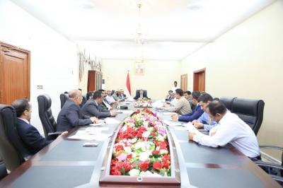 الحكومة اليمنية تتخذ أولى قرارتها من عدن