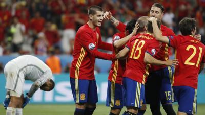 ثنائية موراتا تمنح إسبانيا فوزاً سهلاً على الأتراك