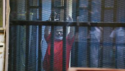 إعدامات وسجن مؤبد للرئيس المصري المعزول محمد مرسي وآخرين ( تفاصيل)