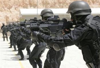 """معلومات جديدة يكشفها قائد عسكري .. كيف إستلم الرئيس السابق """" صالح """" ترسانة أسلحة أمريكية وسُلمت للحوثيين"""