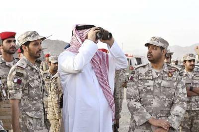 شاهد بالصور .. وصول وزير الدفاع القطري إلى الحدود اليمنية السعودية