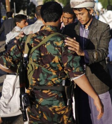 شاهد بالوثائق والأسماء .. الحوثيون يقدمون على كارثة بحق المؤسسة الأمنية والعسكرية وينسفون ما تبقى من هيبة للأمن والرُتب العسكرية