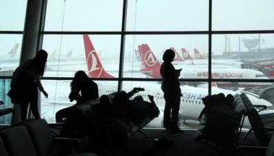 عشرات القتلى والجرحى بانفجارين في مطار أتاتورك بتركيا