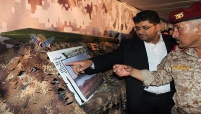 شاهد بالصور .. محمد علي الحوثي يفتتح  معرض للسلاح من صنع اليمن ! وناشطون يعلقون