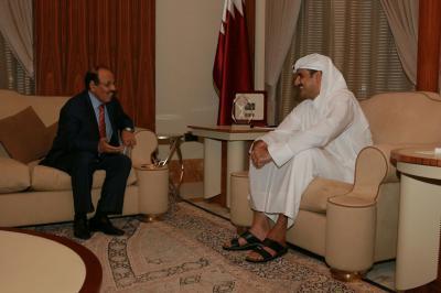 علي محسن الأحمر يلتقي أمير قطر ( صورة)