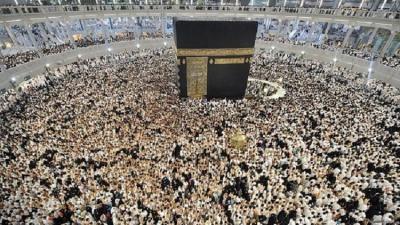 شاهد بالصور .. منظر مهيب للحرم المكي والمسجد النبوي ليلة 27 رمضان