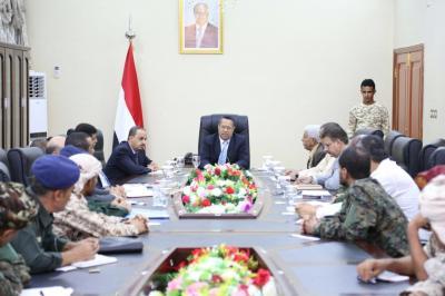 بن دغر يعقد اجتماع موسع مع اللجان الامنية في اربع محافظات ويناقش عمليات تهريب الأسلحة للحوثيين ( صورة)