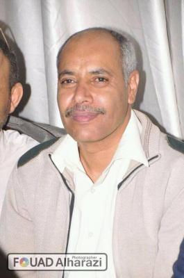 """صحفي وكاتب مؤتمري مقرب من """" صالح """" يصف الرئيس هادي وعلي محسن الأحمر بالشجعان ويسخر من صواريخ الحوثيين"""