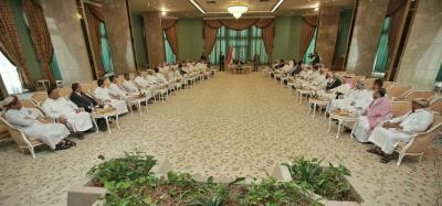 علي محسن الأحمر يعقد لقاء موسع مع عدد من الشخصيات السياسية والاجتماعية والعسكرية ( صورة)