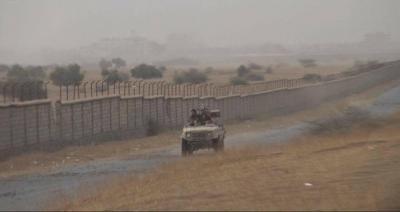 """شاهد أول صور لتقدم الجيش في حرض وسيطرته على مواقع وقائد المنطقة العسكرية الخامسة """" القشيبي """" في الخطوط الأمامية"""