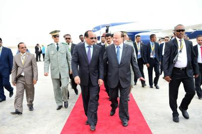 أول صورة للرئيس هادي أثناء وصوله مطار نواكشط