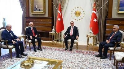 """أردوغان وقادة المعارضة يتفقون على مكافحة منظمتي """"غولن"""" و""""بي كا كا"""" الإرهابيتين"""