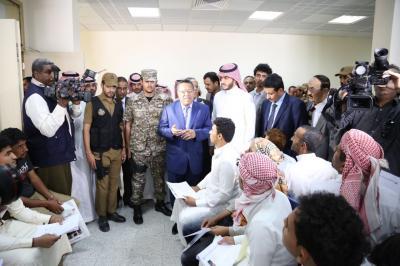 بن دغر يزور المركز الالي لإصدار الجوازات لليمنيين الحاصلين على بطاقة زائر في الرياض.