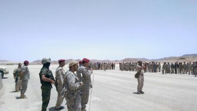 رئيس الأركان يتفقد الوحدات العسكرية بحضرموت ومأرب ويوجه برفع الجاهزية القتالية