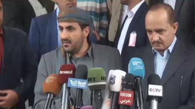 رئيس المركز الإعلامي لحزب المؤتمر يطلق تحذيراً ويلمح إلى وجود مؤامره في الكويت بمباركة وفد الحوثيين والمؤتمر