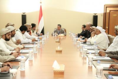رئيس الوزراء يوجه بتوفير منح علاجية لجرحى المقاومة بمحافظة البيضاء