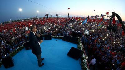 شاهد بالصور .. أمواج حمراء من ملايين الأتراك وأردوغان يهاجم الغرب ويخص دوله أوروبيه  ويقول إنهم سيندمون