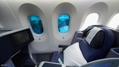 تعرف على الثقوب الصغيرة في نوافذ الطائرات وفوائدها