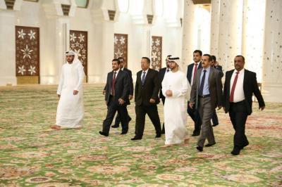 بن دغر يصل الإمارات