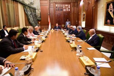 الرئيس هادي يرأس اجتماعاً لمستشارية