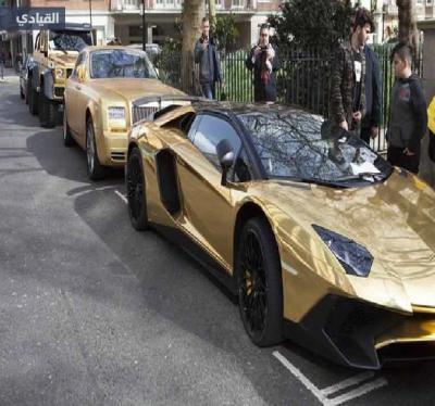 شاهد بالصور .. سيارات الخليج  الفاخرة تغزو لندن وتثير المارة