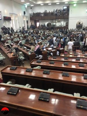تفاصيل ما حدث اليوم داخل قاعة مجلس النواب بصنعاء ( صوره)