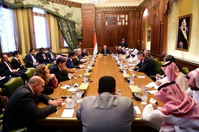 أبرز ما جاء في لقاء الرئيس هادي بسفراء الدول الـ 18 وموقفهم من المجلس السياسي التابع للحوثيين وصالح ( صوره)