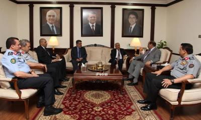 وزير الداخلية اللواء حسين عرب يبحث مع نظيره الأردني تطوير التعاون الأمني وتسهيل منح التأشيرات لليمنيين