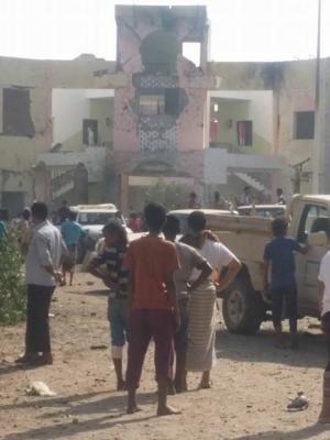 تفاصيل وصور جديدة للإنفجار الإنتحاري الذي إستهدف مجندين في عدن وخلف عشرات القتلى وجرحى