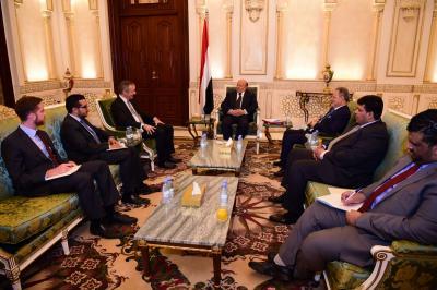 السفير البريطاني يعتذر للرئاسة اليمنية عن التقرير الذي نشرته قناة الـ bbc البريطانية