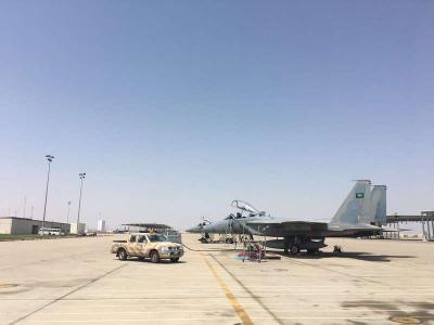 """وسائل إعلام سعودية تعترف بسقوط جسم """" غريب """" في الطائف وتنشر صور لقاعدة الملك فهد الجوية بالطائف عقب أنباء إستهدافها بصاروخ باليستي من اليمن ( صور)"""