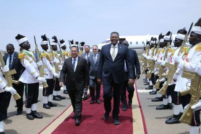 """رئيس الوزراء  """" بن دغر """" يصل العاصمة السودانية الخرطوم ( صوره)"""