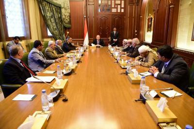 الرئيس هادي يترأس إجتماعاً للهيئة الاستشارية بحضور حسين الأحمر ( صورة)