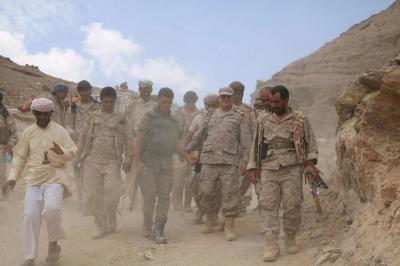 رئيس الأركان يتفقد الوحدات العسكرية في صرواح بمأرب ( صوره)