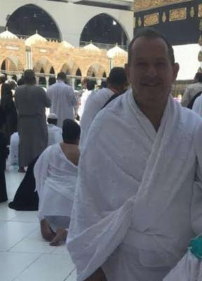 بعد إشهار إسلامه.. السفير البريطاني بالرياض يؤدي الحج برفقة زوجته ( صور)