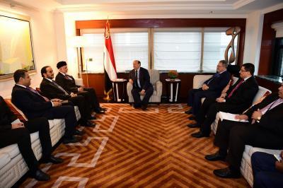 الرئيس هادي يستقبل وزير الخارجية العماني بمقر اقامته في نيويورك ( صوره)