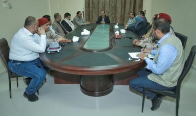 الفريق علي محسن الأحمر يلتقي بعدد من أعضاء الحكومة في مأرب ويشدد على ضرورة تلمس احتياجات المواطنين ( صوره)
