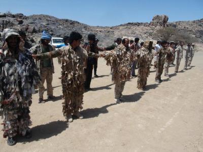 الحوثيون يقدمون عرضاً سرياً عبر وسطاء  للإنسحاب من محافظتين