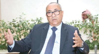 محافظ البنك المركزي اليمني يكشف لأول مره معلومات هامة عن نقل البنك المركزي إلى عدن والمشاكل والمعالجات