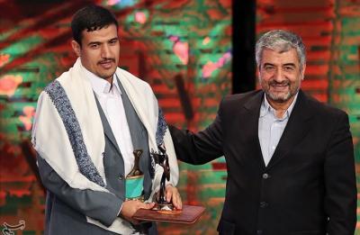 """عبد الملك الحوثي يفوز بجائزة  """" المقاومة """" لعام 2016 ويكرم في هذه الدوله ( صوره)"""