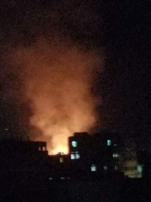 بالصور ..  أسماء المواقع التي استهدفها الطيران  وسط العاصمة صنعاء ونتج عنها حرائق