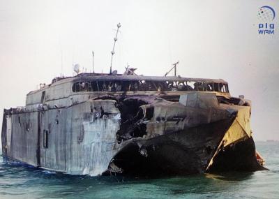 شاهد بالصور .. الإمارات تنشر صوراً للسفينة التي إستنهدفها الحوثيون بالقرب من باب المندب