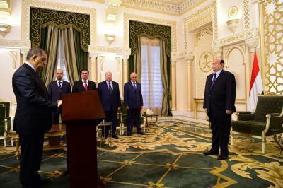 عدداً من السفراء يؤدون اليمين الدستورية أمام الرئيس هادي ( صوره - الأسماء)